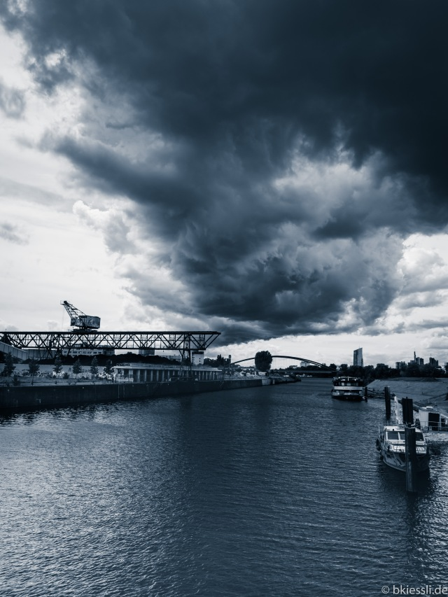 HEAVY-CLOUDS-BW-S-1